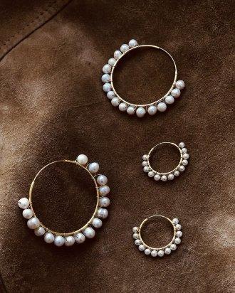 Pearl hoop gold